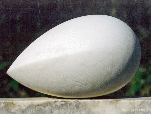 lotte thuenker blog strange fruit II 2001 marmor