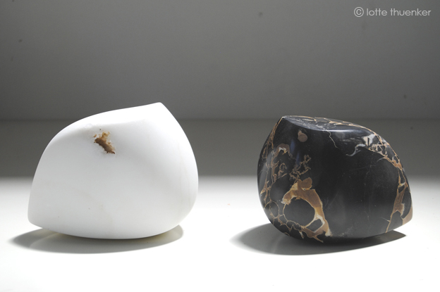 lotte thuenker blog black or white 02 2017 nero portoro 10 x 09 x 14 und carrara-marmor 11 x 09 x 15 cm